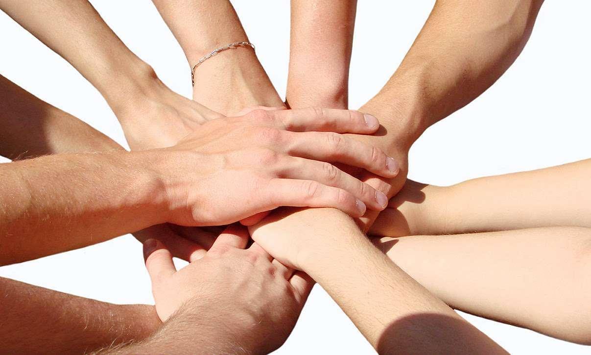 Team_Hands_01