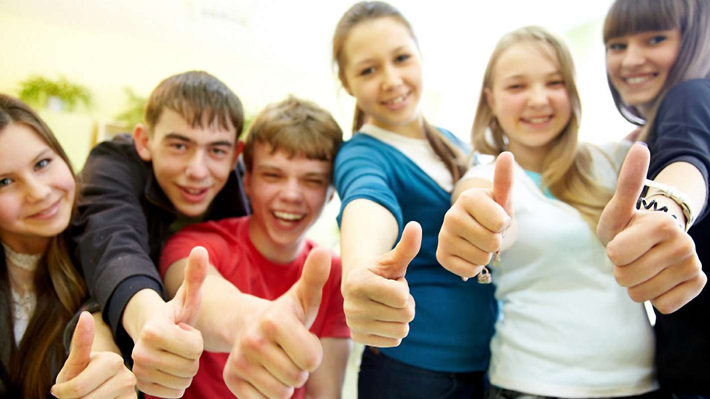 Adolescentes divirtiéndose