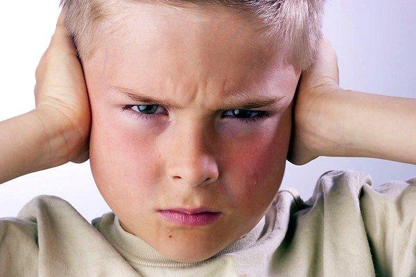 Niño no quiere escuchar