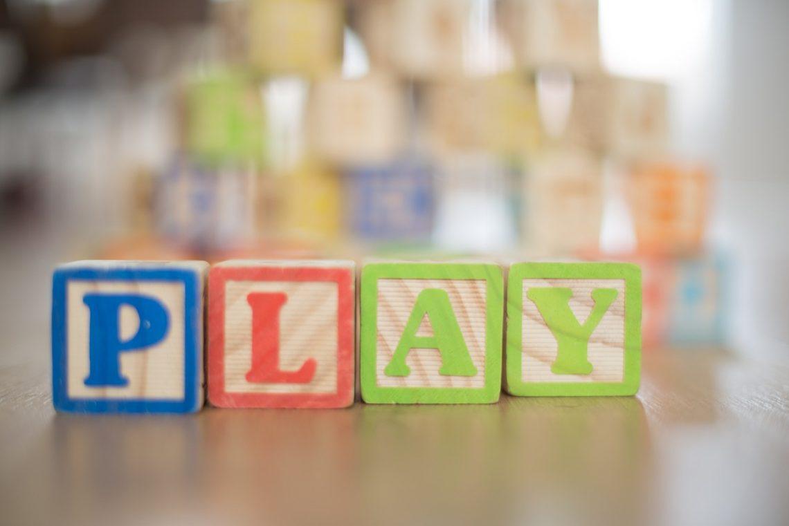 jugar con niños en casa