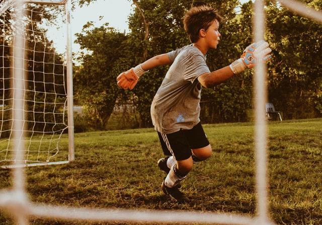 los beneficios del deporte para los niños y adolescentes